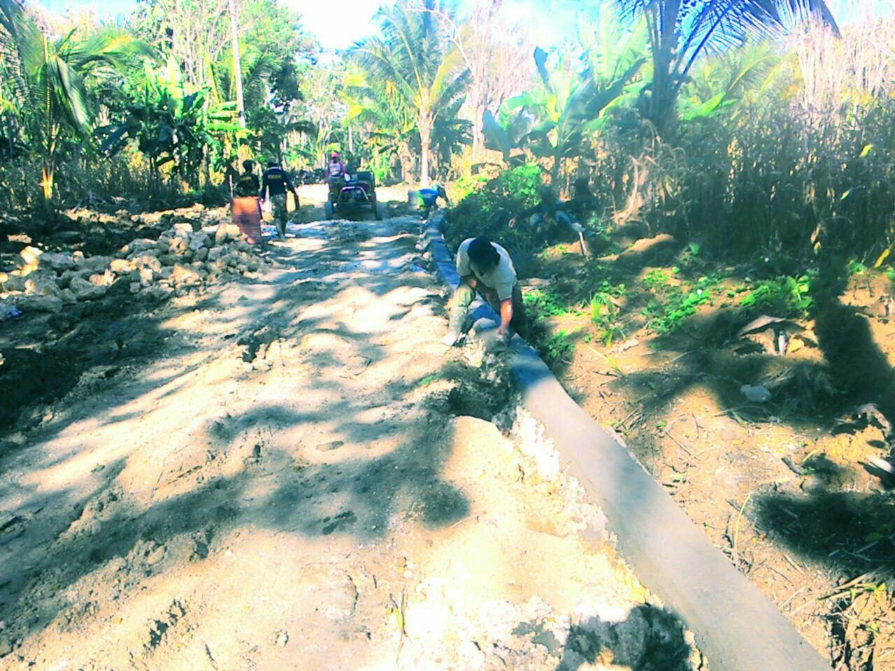 Satgas TMMD Kodim 1407/Bone Bersama Masyarakat Genjot Pembangunan Talud Jalan
