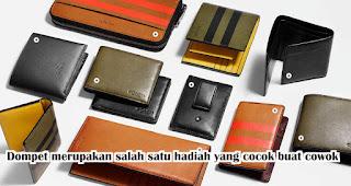 Dompet merupakan salah satu hadiah yang cocok buat cowok