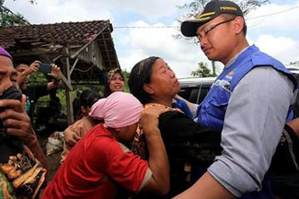 Jembatan putus. Gubernur Banten datangi korban banjir