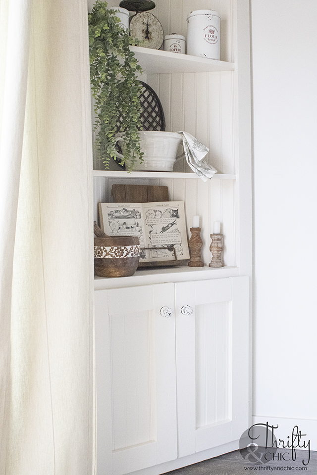 diy corner cabinet. DIY farmhouse shelves. Corner cabinet tutorial. DIY corner shelves. diy farmhouse furniture. Easy farmhouse decor. Farmhouse dinin
