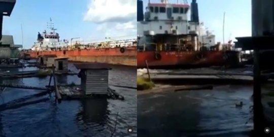 Viral Kapal Tanker Tabrak Jamban WC, Warga Sedang BAB Lari Terbirit-birit