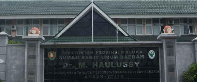 Seorang warga kota Ambon Paulin Tanasale (36) mengeluhkan pelayanan tenaga kesehatan di RSUD Dr Haulussy Ambon yang menelantarkan anak Frisco Imanuel (2,8).
