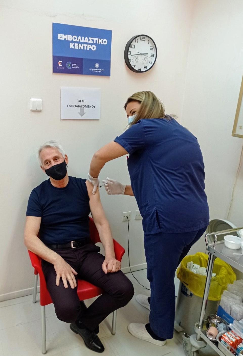 Εμβολιάστηκε με AstraZeneca ο Δήμαρχος Ξάνθης [ΦΩΤΟ]