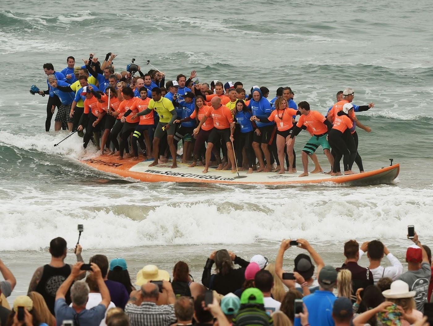 Worlds largest surfboard 07