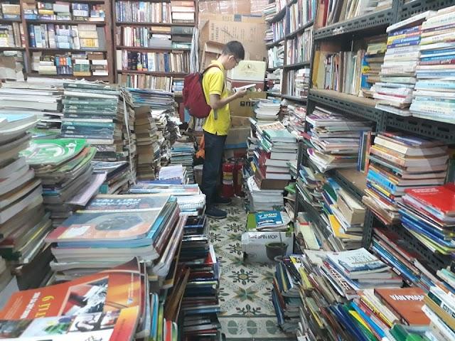 Con đường sách cũ độc đáo ở Sài Gòn