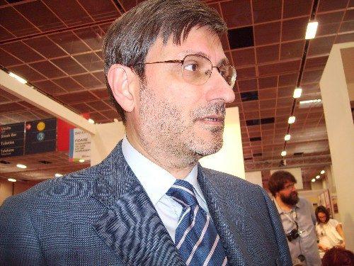 Dr. Adriano Chiò, neurologista do Hospital Molinnete que trata Da. Antonietta