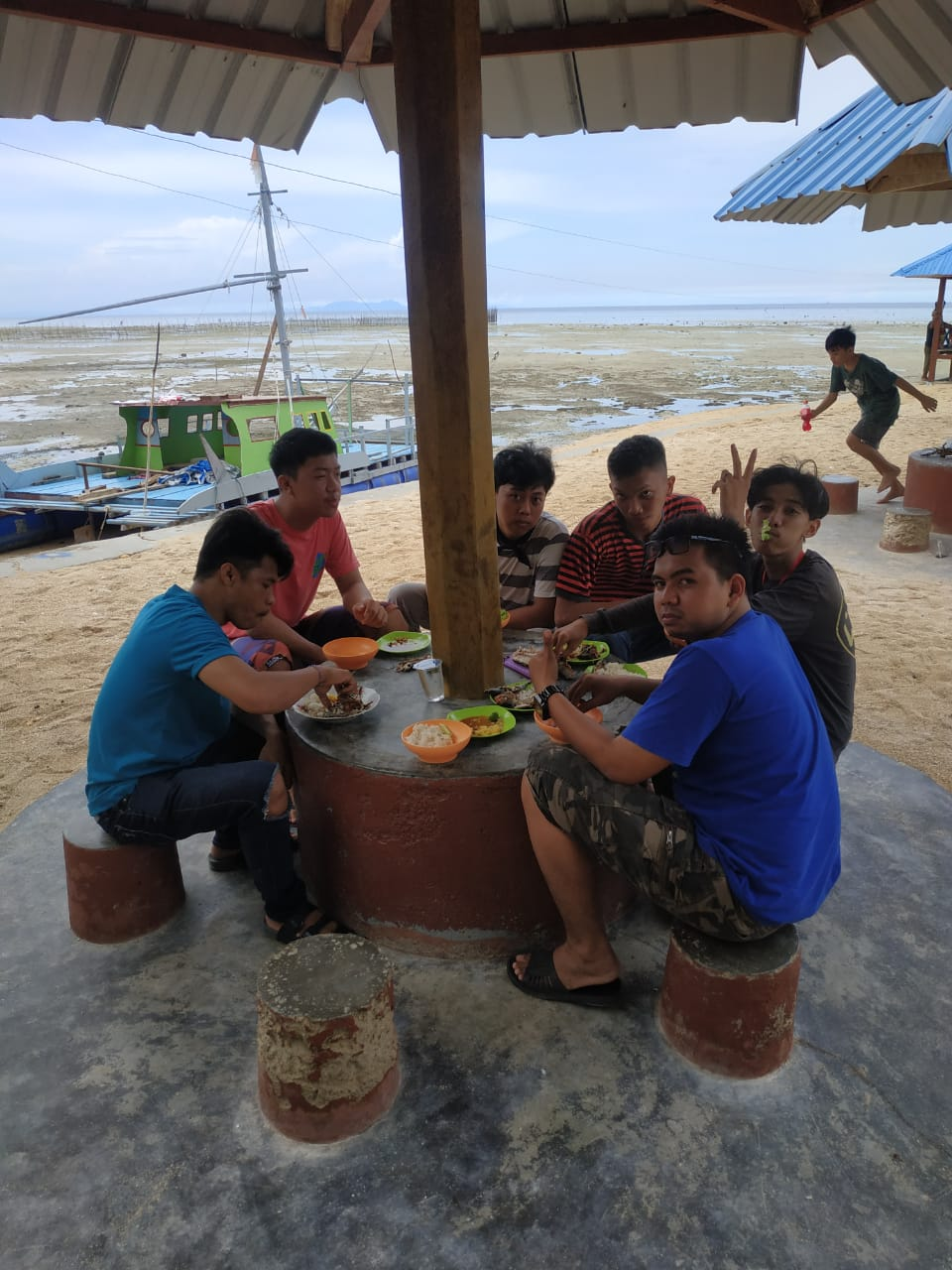 Barbeque, Pantai, dan Pondok