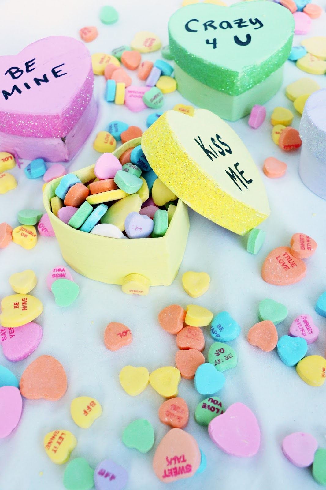 Adorable DIY Conversation heart treat boxes. Click through for tutorial!