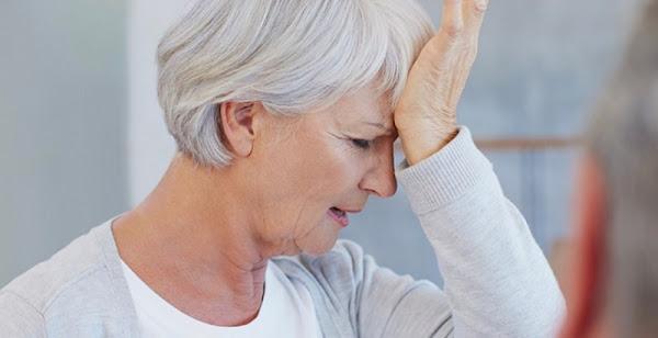الاعراض المبكرة لمرض الزهايمر  ومتى تظهر