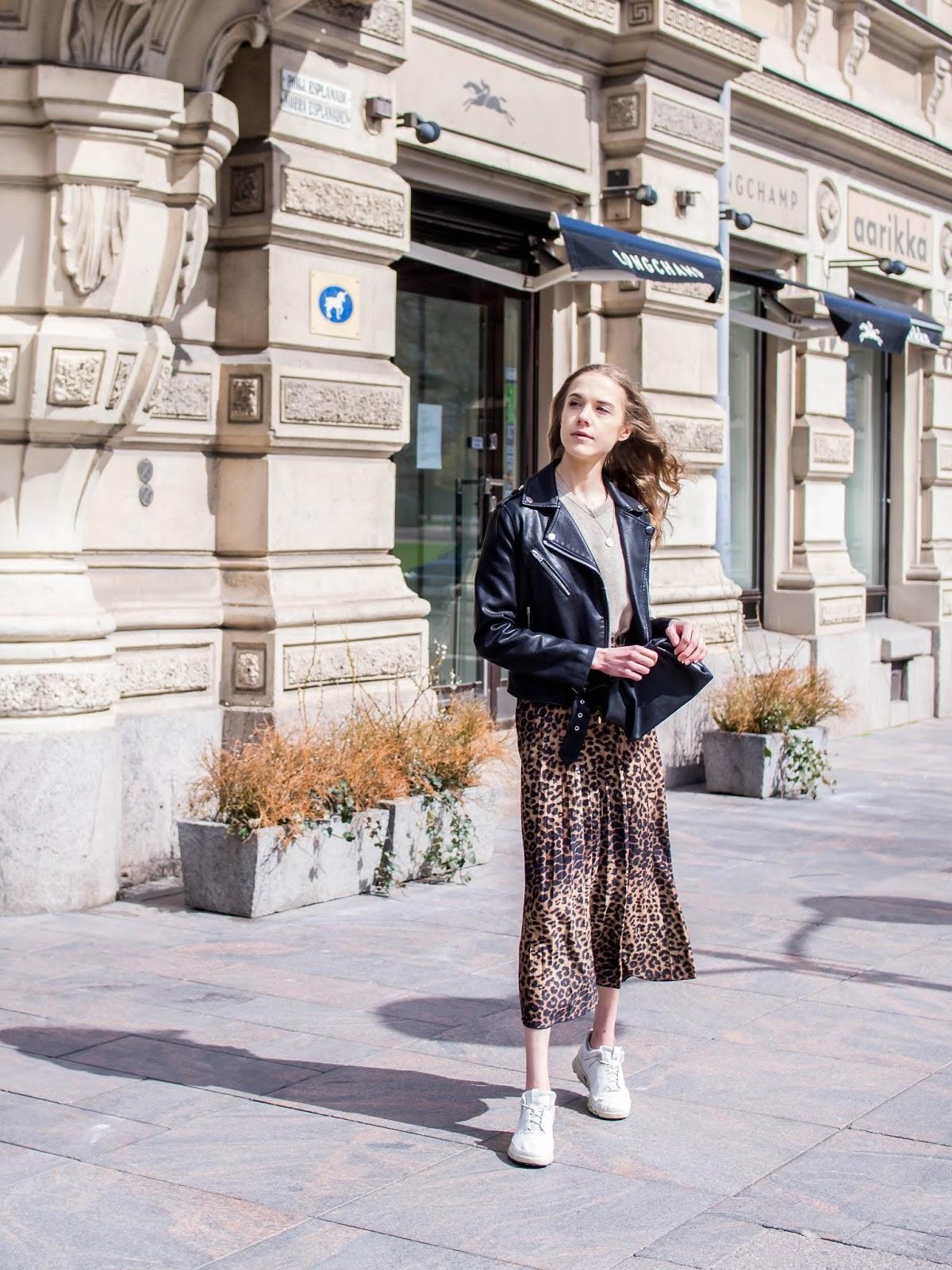 Fashion blogger spring outfit inspiration, leopard print midi skirt - Muotibloggaaja, kevätmuoti, asuinspiraatio, leopardihame