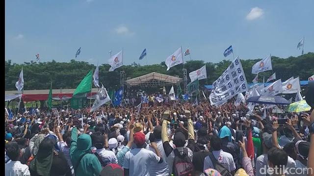 Buka dan Lempar Baju Lagi di Kampanye, Prabowo: Saya Tak Bisa Beri Uang