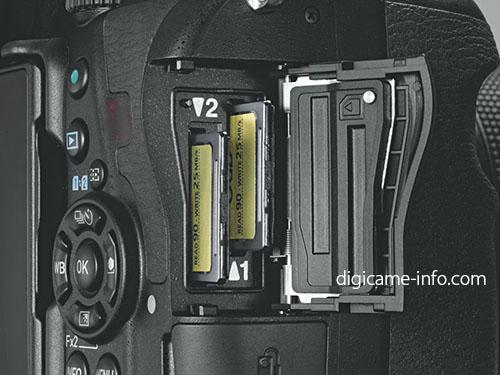 Pentax K-1 II, задняя панель и отсек для карт памяти