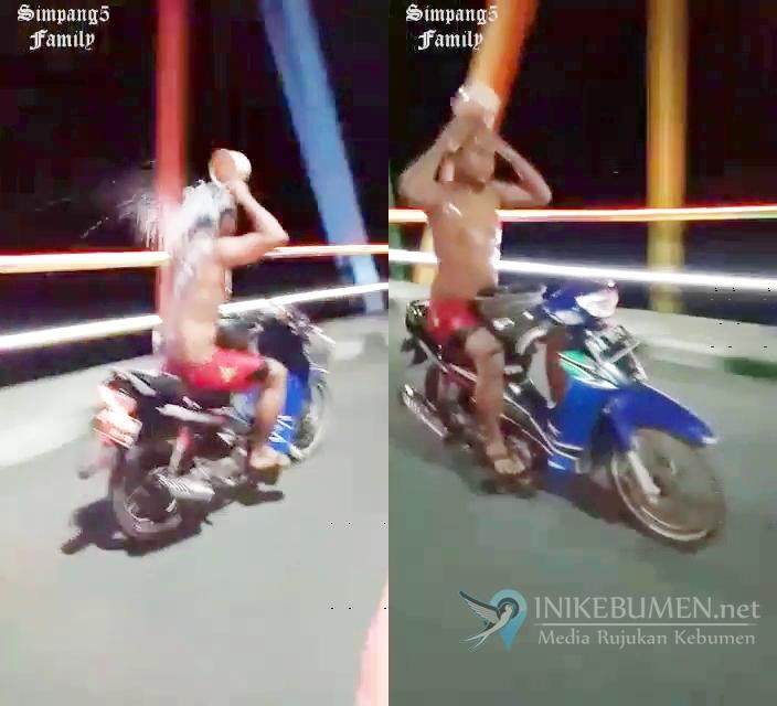 Polisi Selidiki Video Remaja Naik Motor Sambil Mandi di Kebumen
