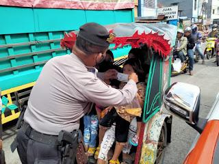 Tak Pernah Kendor, Polres Pelabuhan Makassar Ajak Warga Bersatu Lawan Covid 19 dengan Prokes dan Vaksinasi