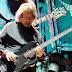 Geezer Butler cansou de engordar e ver TV após aposentadoria do Black Sabbath