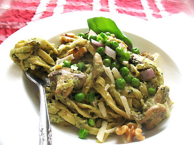 Linguine with Pea-Basil Pesto and Mushrooms