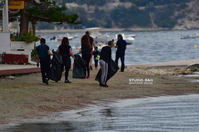 Ο Πολιτιστικός Σύλλογος Τολού με εθελοντές καθάρισαν την παραλία (βίντεο)