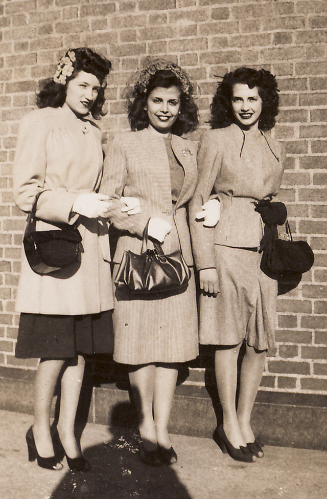 Five 40s Dresses That Capture The Era: Women Fashion 70 Years Ago: Dresses That Young Girls Used