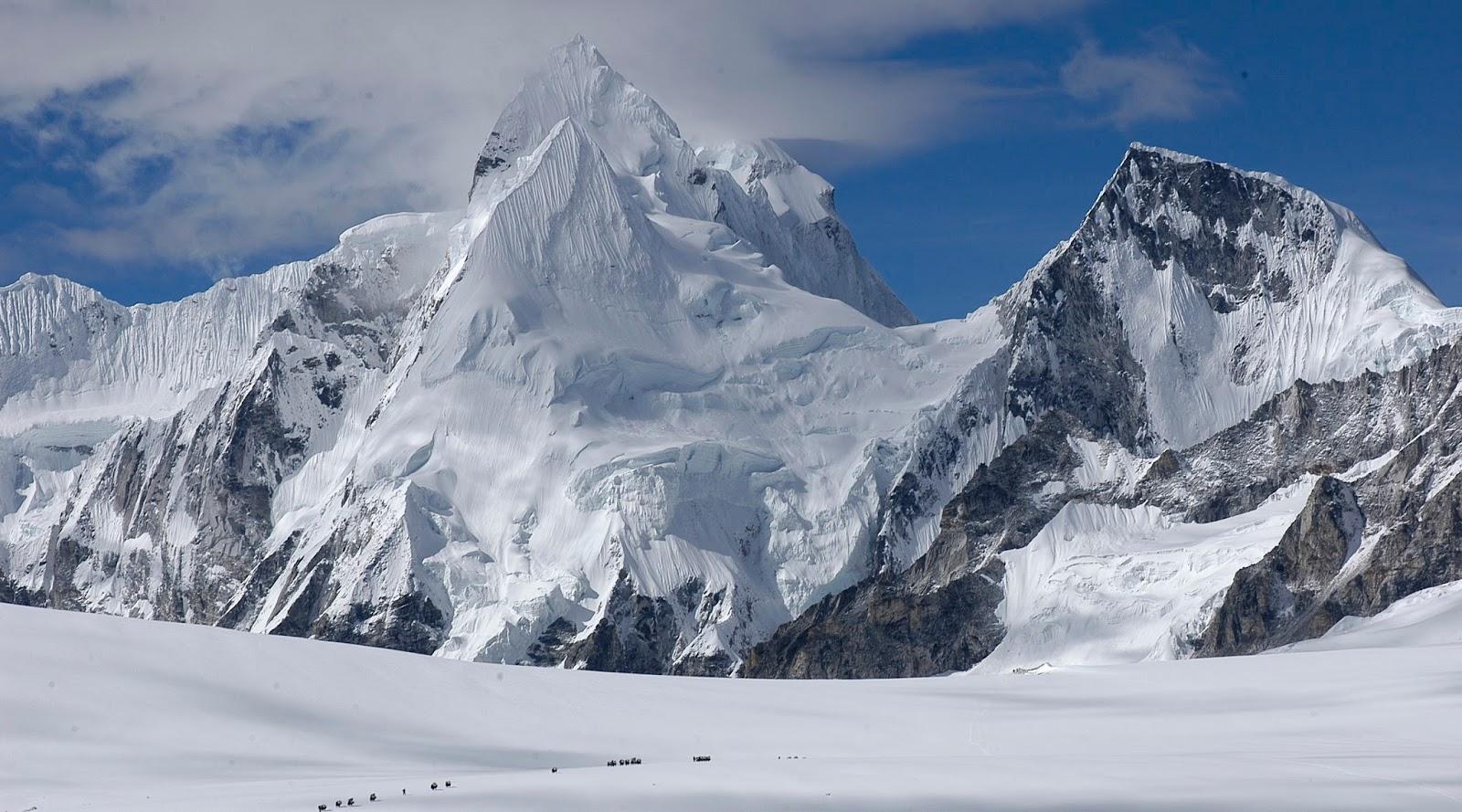 Puncak Gunung Cho Oyu -8,201 mdpl  (Tiongkok dan Nepal) kisah gunung tertinggi di dunia kumpulan gunung tertinggi di dunia letak gunung tertinggi di dunia letak gunung tertinggi di dunia adalah lihat gunung tertinggi di dunia
