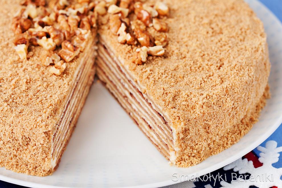Korzenne ciasto wielowarstwowe