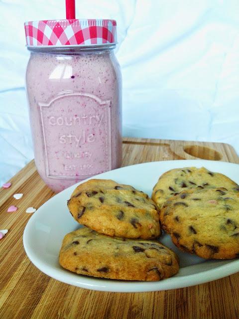 http://douceseffrontees.blogspot.fr/2015/04/recette-cookies-americains.html