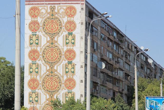 Ouzbékistan, Tachkent, façade, mosaïque, avenue Rachidov, © L. Gigout, 2012