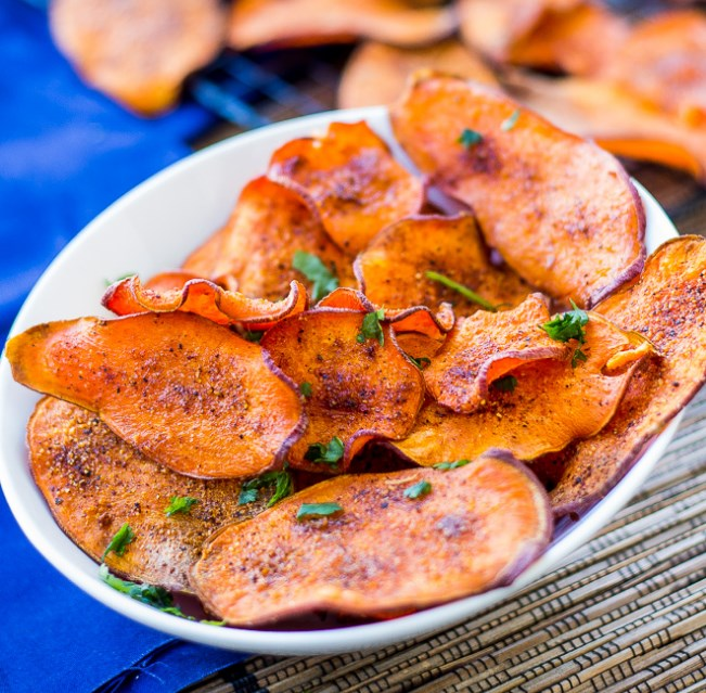 Sweet and Salty Sweet Potato Chips #snack #vegetarian
