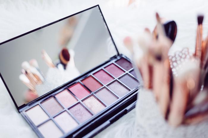 Amianto encontrado em 17 produtos de maquiagem