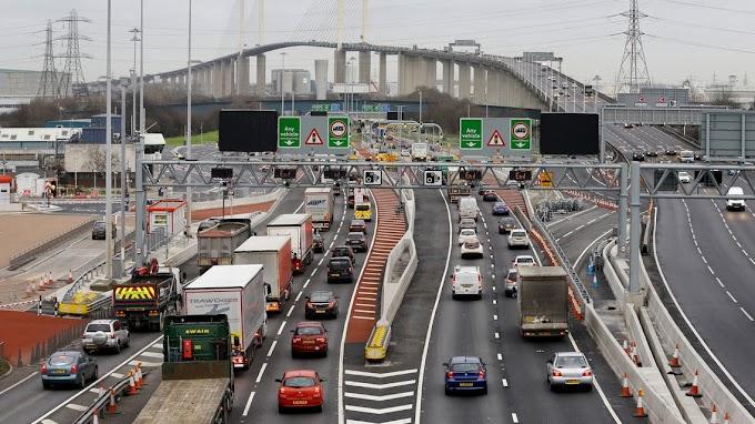 رسوم على حركة السيارات في الطرق السريعة