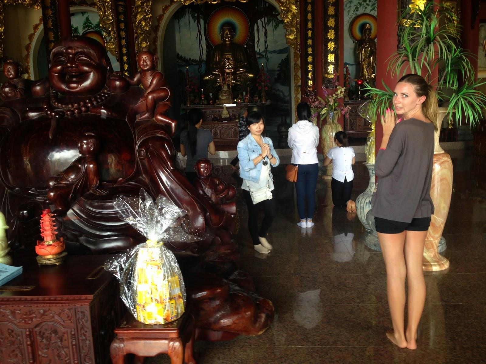 Vietnam, dovolená Vietnam, dovolená střední vietnam, dovolená bez cestovky, lady buddha, lady buddha da nang vientam, dovolená bez cestovky asie, dovolená bez cestovky vietnam, víza do vietnamu, kde zařídit víza do vietnamu, kristýna vacková, vacková kristýna, fashion house, fashion house blog, da nang, vietnam na vlastní pěst, letenky do vietnamu, nejlevnější letenky do vietnamu, blog o cestování, cestovní blog, vietnam víza, vietnam visa, visa vietnam, cestovatelský blog, psi ve vietnamu, jedí psi ve vietnamu, češi ve vietnamu, surf vietnam, pláž ve vietnamu, pláž danang, pláž da nang, danang, da nang, china beacch, surfování, bazén, hotelový bazén, hotel da nang, hotel ve vietnamu, hotel v da nang