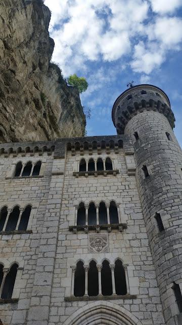 In dieser imposanten Felsenstadt wird seit dem zwölften Jahrhundert eine Schwarze Madonna von Pilgern verehrt.