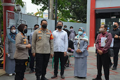 Kapolres Metro Bekasi Kota Beserta Para PJU Meninjau Langsung Pelaksanaan Vaksinasi