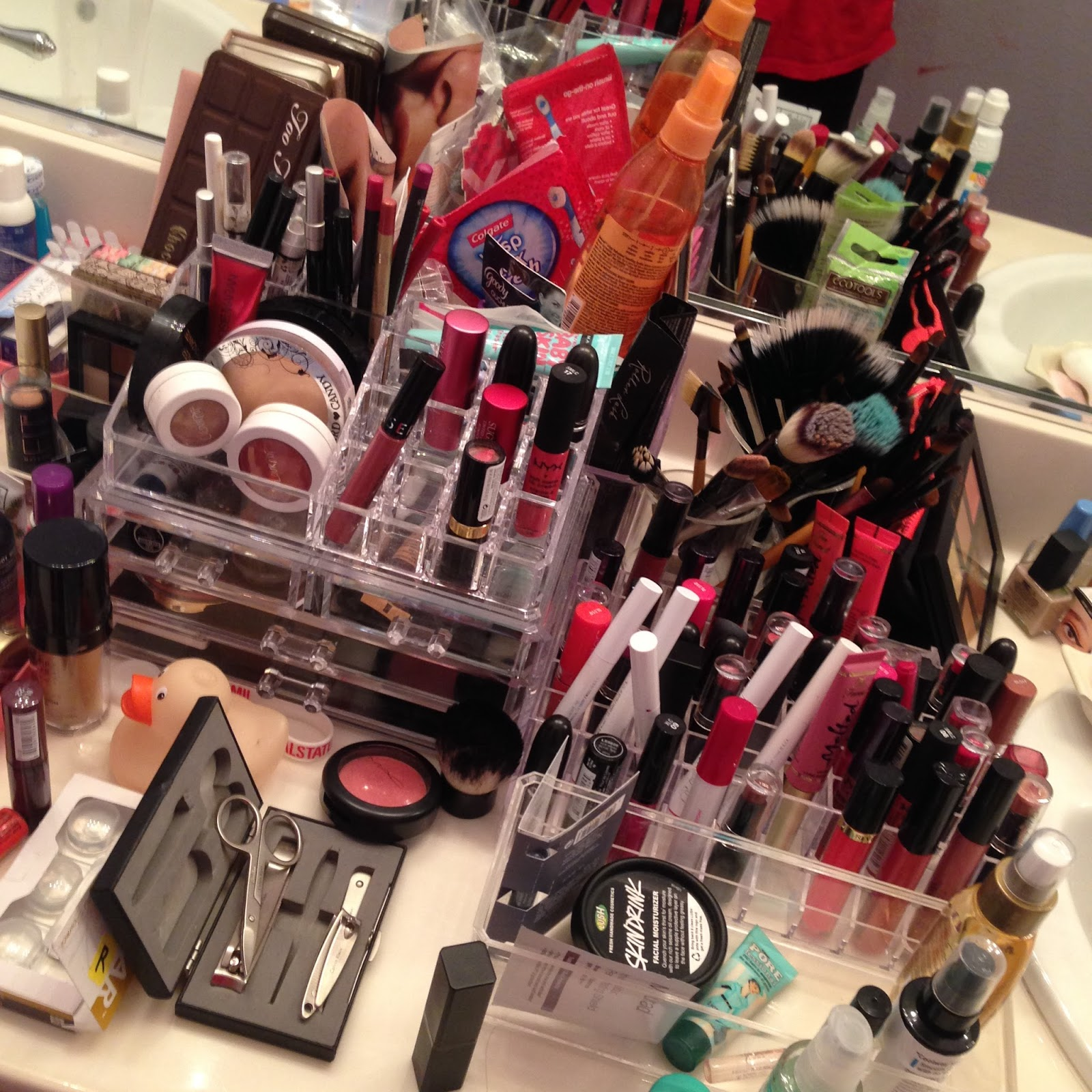 Messy Bathroom: How I Re-organized My Makeup Collection.