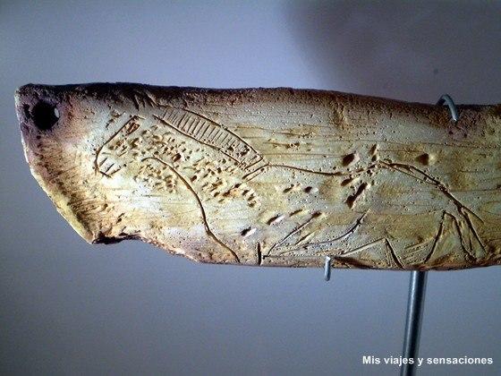 Grabado de un caballo en la piedra, Museo Parque de la Prehistoria, Teverga, Asturias