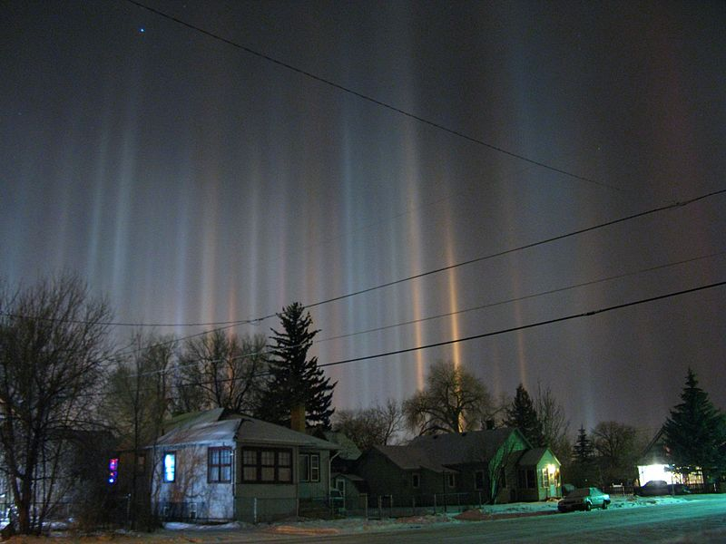 Light pillars over USA