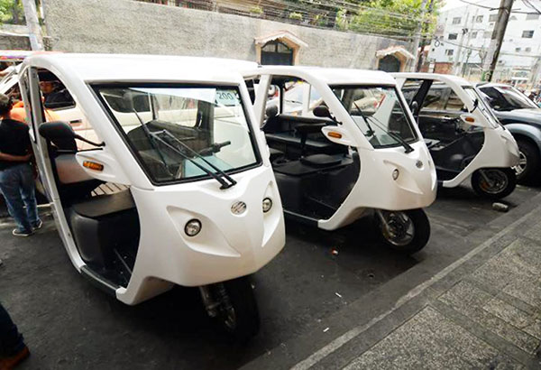 Estrada to phase-out tricycles and pedicabs in Manila next month!