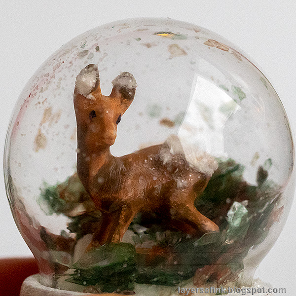 Layers of ink - Christmas Forest with Snowglobe Tutorial by Anna-Karin Evaldsson. Deer snowglobe.