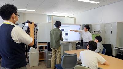 辻研究室での議論の様子の撮影