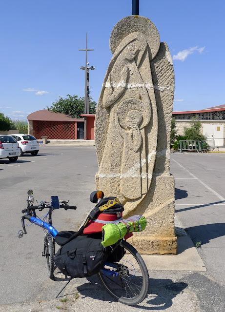 De Paris à Narbonne en vélo, Notre-Dame-de-la-Route