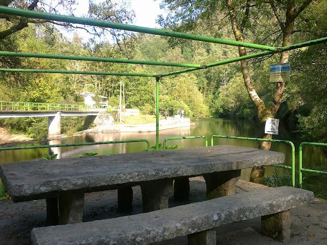 Área Recreativa de Chelo en el río Mandeo en Coirós