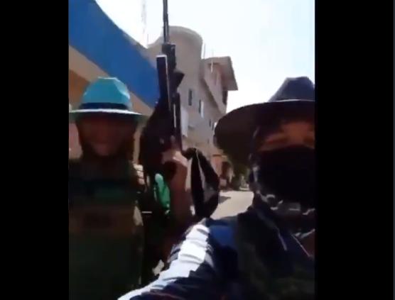 Video: Tope HDSPM, aquí andamos güey andamos de aquí pa allá buscando a esos pende.. me quieren matar los Jaliscos