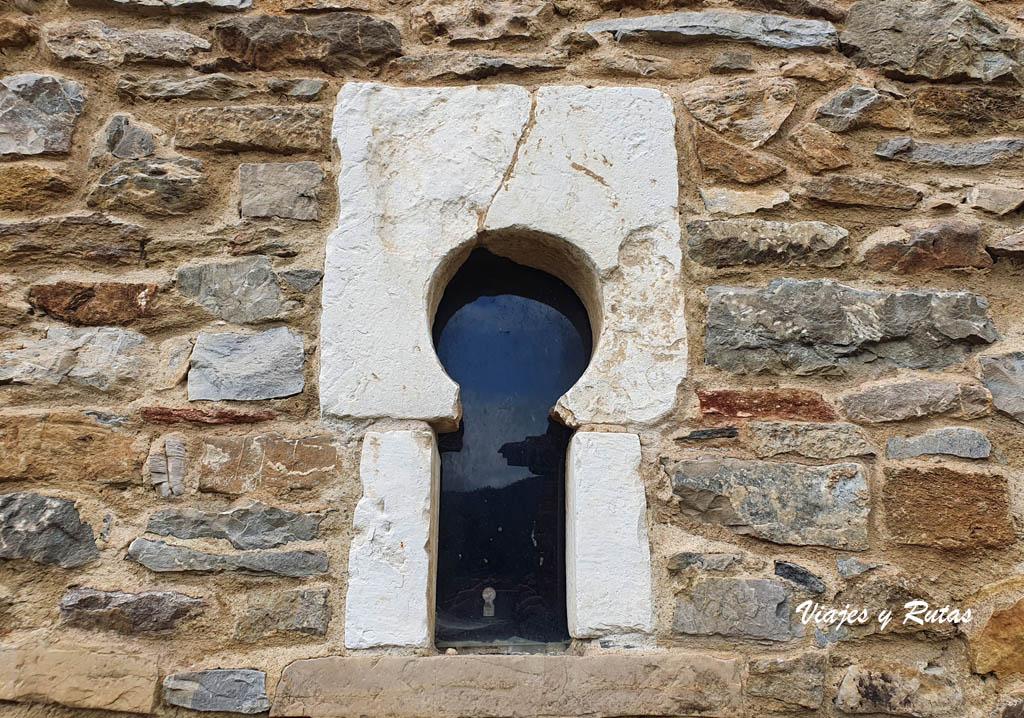 Ventana prerrománica de San Juan de Santianes