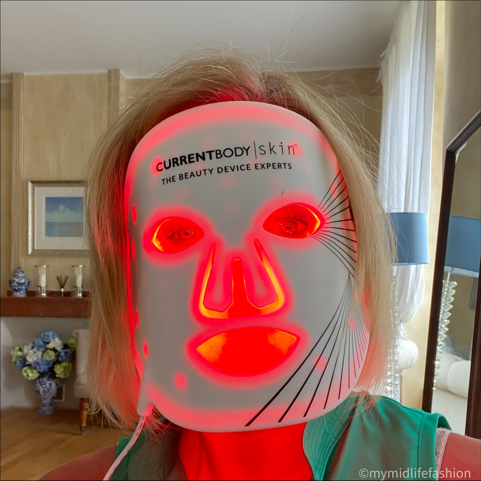 my midlife fashion current body skin led light therapy mask
