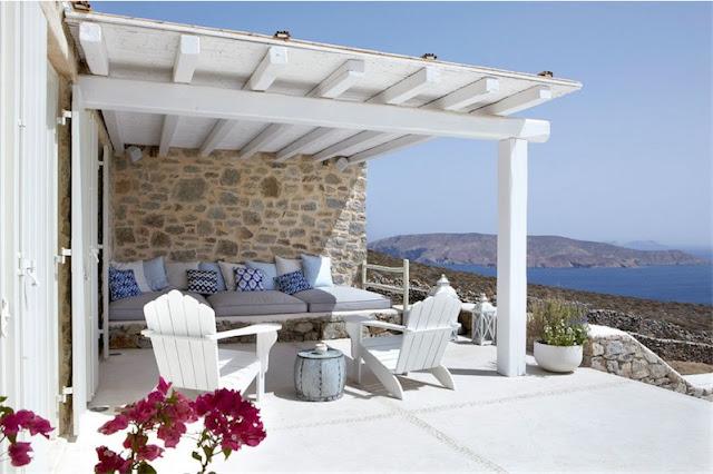 porche casa de lo más mediterránea en Mykonos chicanddeco