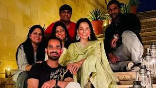 kangana-ranaut-wishes-happy-holi-from-the-set-of-the-film-tejas