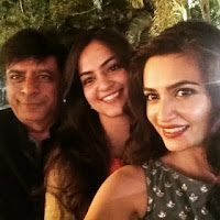 Kriti Kharbanda With Her Sister and Father