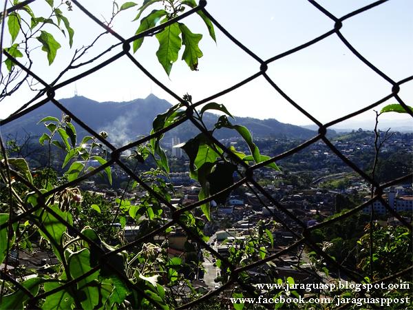 Vista do Pico do Jaraguá a partir da rua do Pôr do Sol