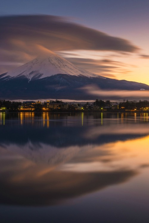 Fujisan at Kawakuchiko lake, Japan