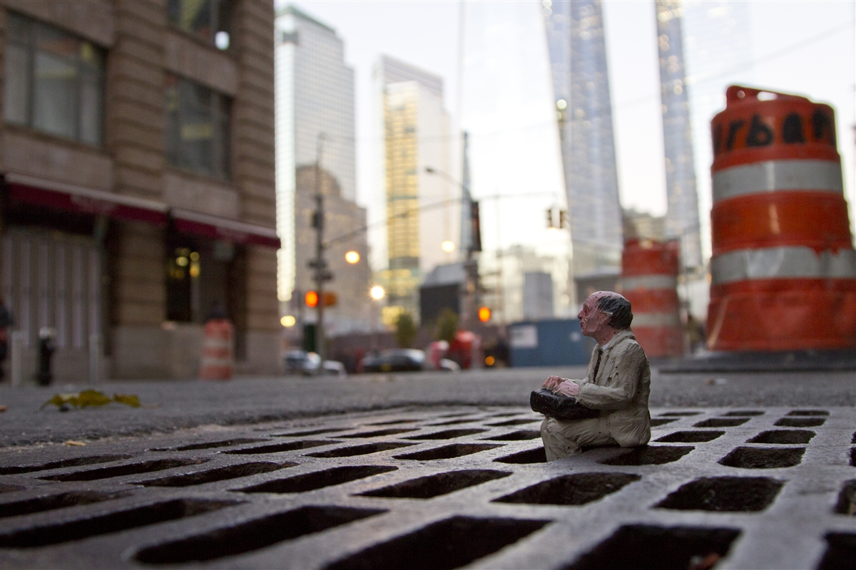 14-Isaac-Cordal-Little-People-with-a-Big-Message-www-designstack-co