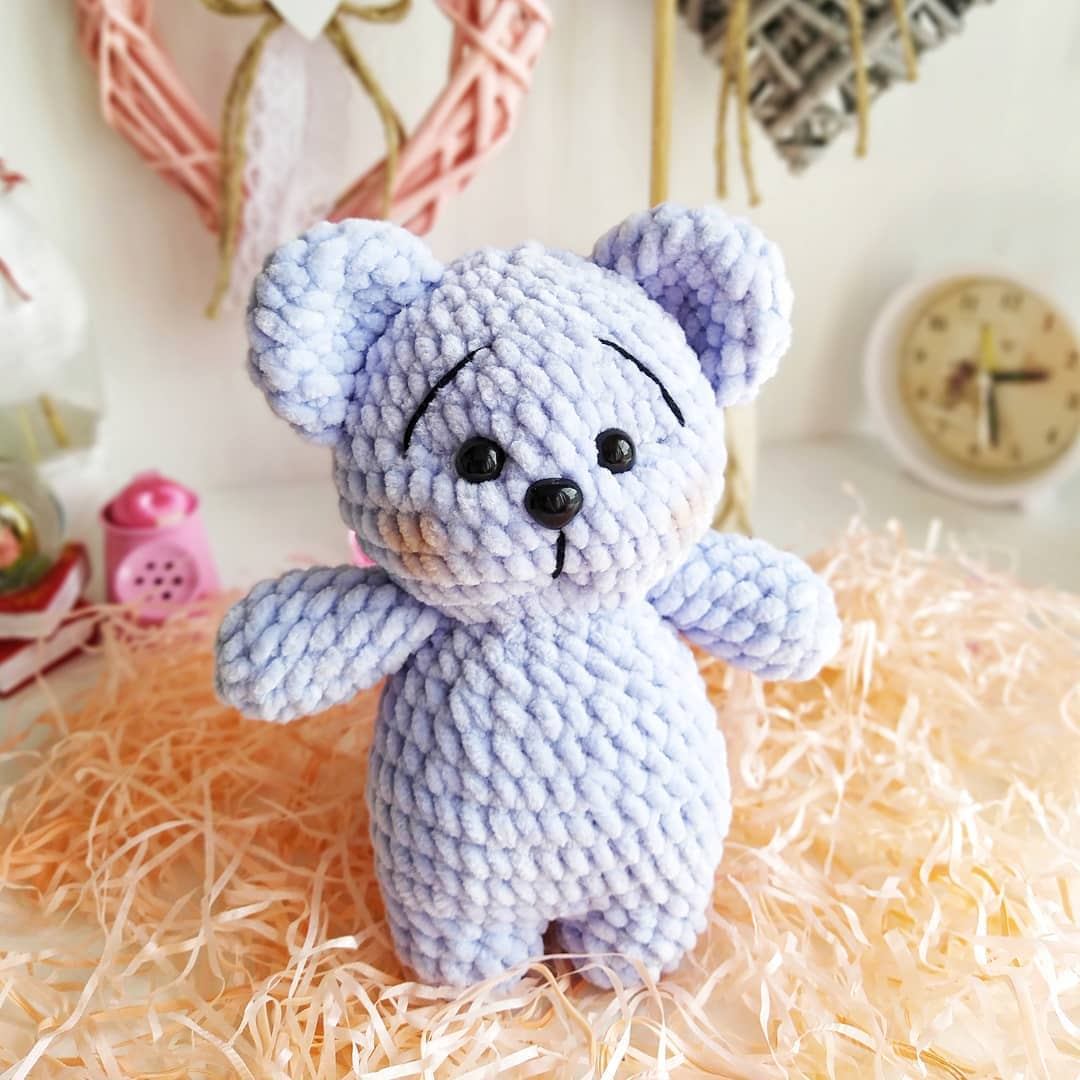 Crochet teddy bear from plush yarn